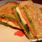 сэндвич с помидорами и сыром