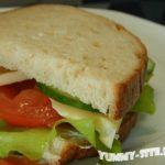 сэндвич с сыром и овощами