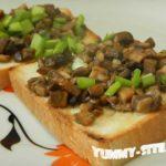 тост с грибами