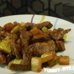 жаренная говядина с кабачками