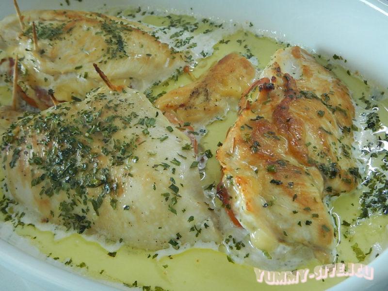 куриное филе с помидорами, ветчиной и сыром
