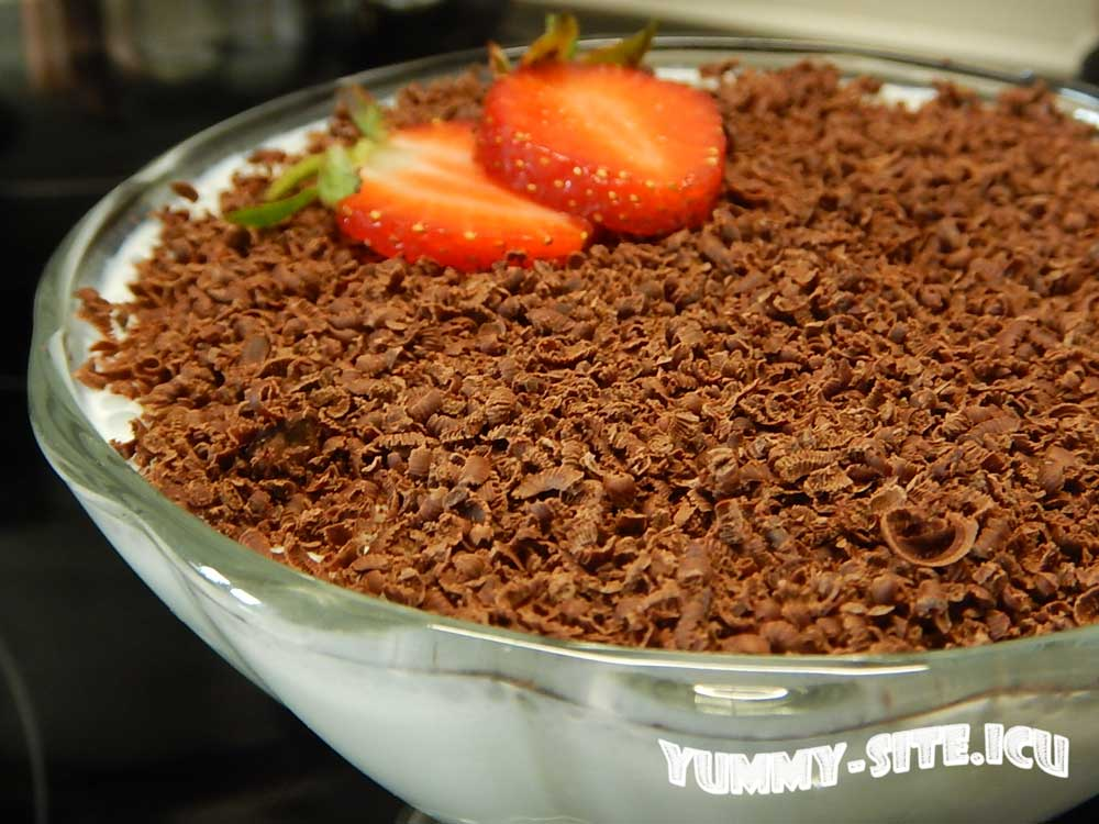 сливочный десерт с шоколадом