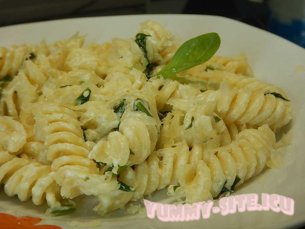 макароны со шпинатом и сливками
