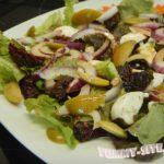 Салат с вялеными помидорами, оливками и сыром