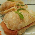 Сэндвич с балыком и рукколой