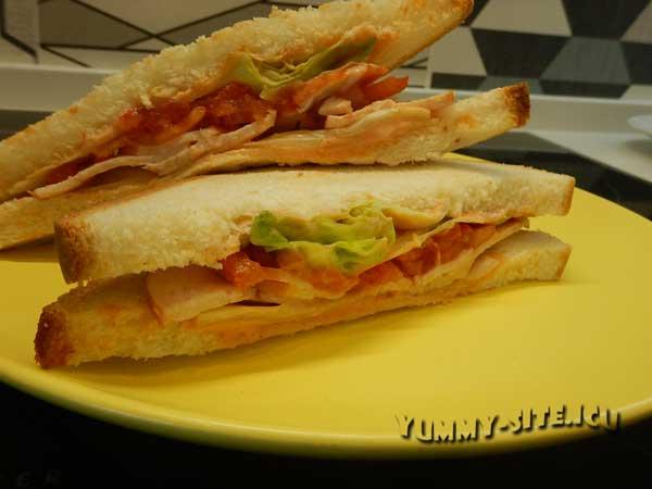 Бутерброд с курицей и помидорами