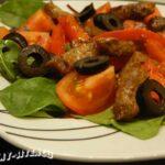 Теплый салат с говядиной и перцем